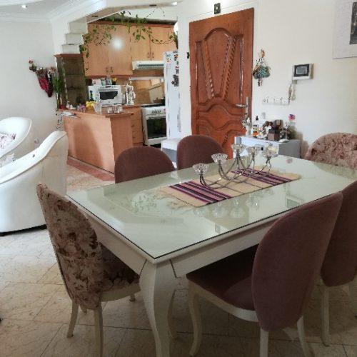 مبل و میز ناهارخوری