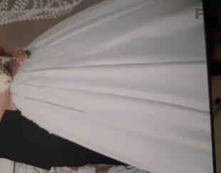 لباس عروس تو و تاج