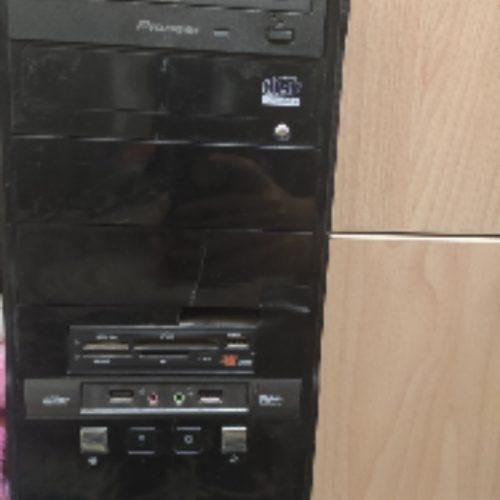 کامپیوتر و کیس و کیبورد