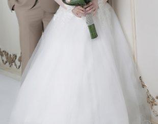لباس عروس همراه تاج و تور