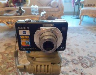 دوربین عکاسی و فیلمبرداری همراه با ۳ پایه
