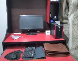 میز کامپیوتر .
