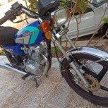 موتور ۲۰۰cc تمامی قطعات سالم و نو مال آخر ۹۵ سال خرید هم آخرا ۹۷ هست  هیچ عیبی نداره به ضمانت میفروشم.موتور یه مدت خوابیده بوده فقط مشتری واقعی تماس بگیره