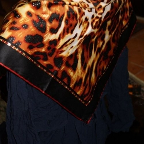فروش انواع لباس و شال و روسری با کیفیت