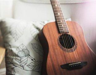 آموزش گیتار پاپ ویژه خانم ها و کودکان