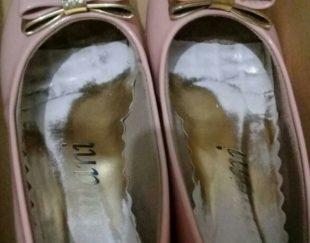 یک جفت کفش صورتی