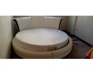 تخت گرد چرم همراه تشک طبی رویال بسیار تمیز و نو