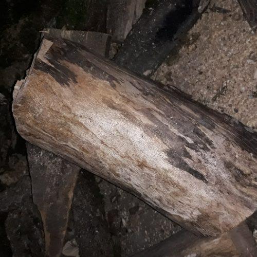 چوب هیزم شومینه خرد شده