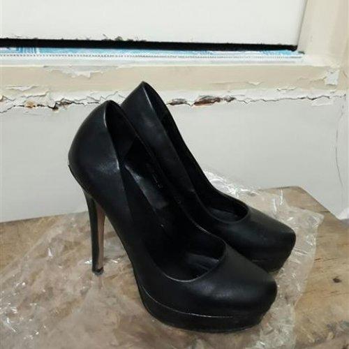 فروش شلوار جین و بارونی و کفش