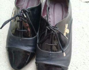 یک جفت کفش اسپرت ۳۹ ۳۸ وشایدم ۴۰