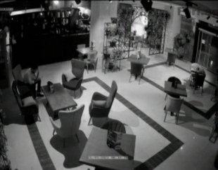 نیروی کار خانم واقا برای کافی شاپ هتل