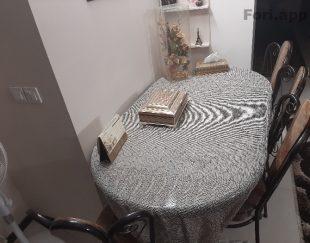 میز چوبی ۶ نفره . پایه فرفوژه . ۴ صندلی فرفوژه