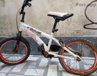 دوچرخه سایزه ۱۶ ترمز عقب نداره لاستیک عقب ترکیده