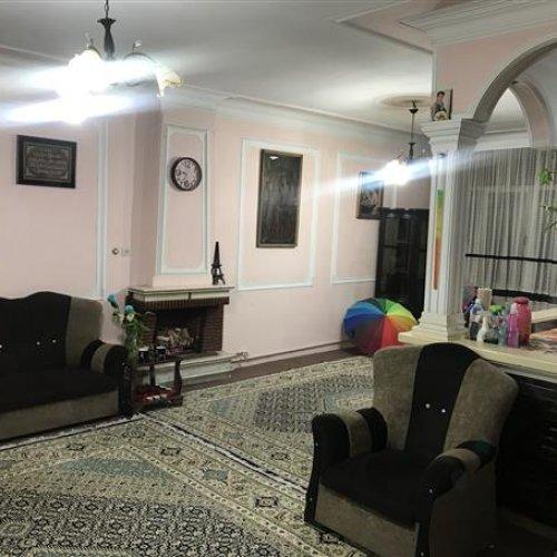 خانه مسکونی حیاط دار ١٢٠ متری