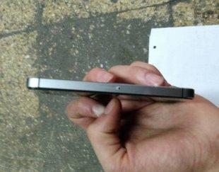 یک دستگاه گوشی موبایل ایفون ۵s حافظه ۱۶g گوشی بسیار سالم پشت گوشی دارای خط و خش سطحی میباشد