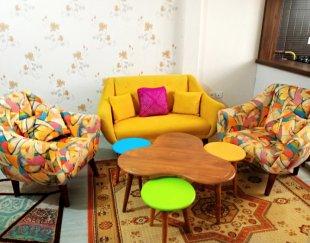 مبل نیم ست چهار نفره با میز گیشنیز و سه عسلی رنگی