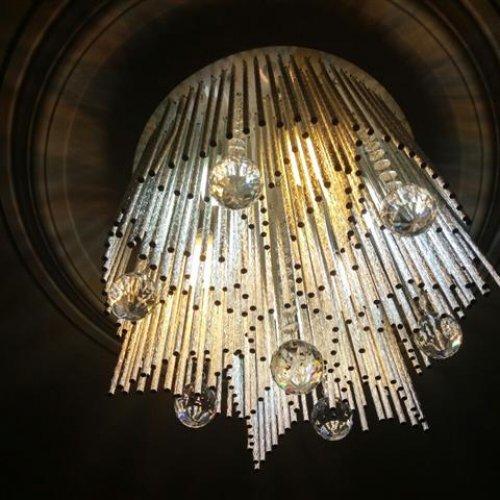 ٢عدد لوستر دارای نور لامپ و ال ای دی