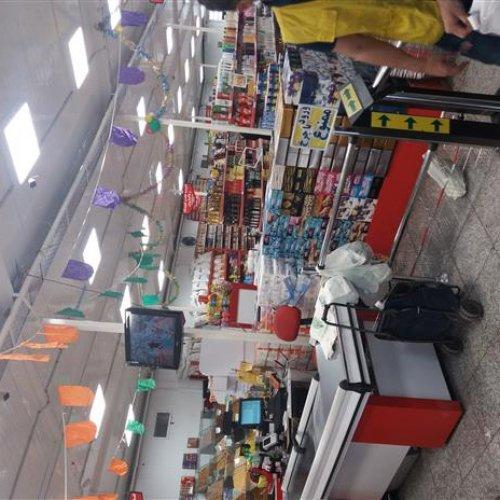 به یک صندوقدار خانم یا آقا جهت کار در فروشگاه مواد غذایی