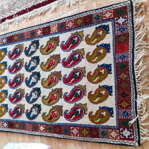 قالی دست بافت  عرض آن ۱متر طول ۲ متر