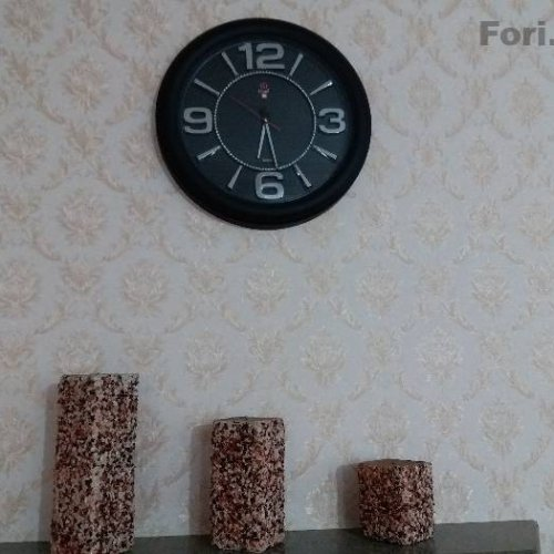 شمع های بزرگ سنگی و ساعت