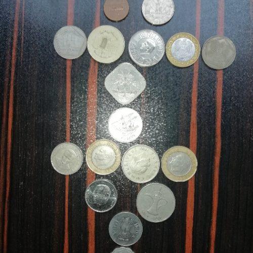 تعدادی سکه و پول قدیمی خارجی و ایرانی