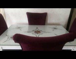 سه دست میز صندلی در رنگ های مختلف