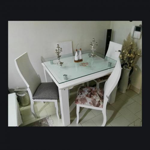 سرویس مبلمان۷نفره و میز نهار خوری ۴ نفره و سه تا میز عسلی