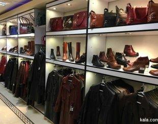 ویترین فروشگاه پوشاک و کیف و کفش