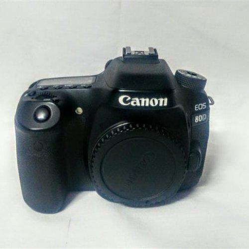 با لنز ۱۸-۱۳۵Canon eos 80d f/3.5-5.6