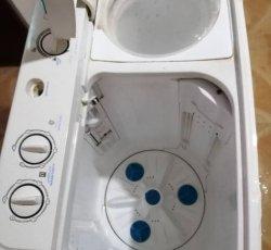 یک عدد لباس شویی بسیار تمیز وسالم کم کار