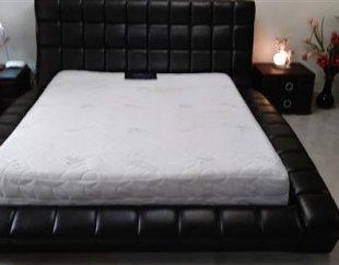 تخت چرم با بیس فلزی