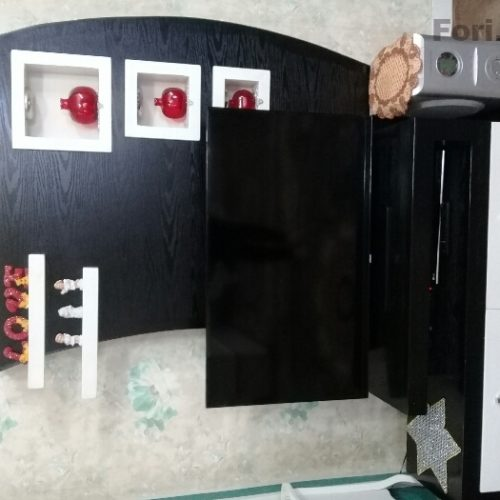 میز تلویزیون سالم و تمیز در حد نو