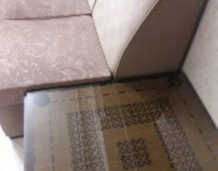 مبل ۹نفره با کفی تازه عوض شده و نو و میز وسط