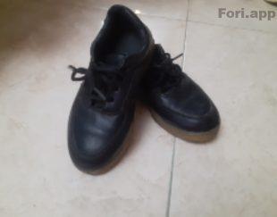 کفش دخترانه مشکی در حد نو