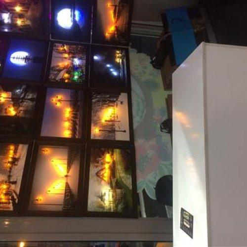 خانم جهت فروشندگی تابلو در برج گلدیس