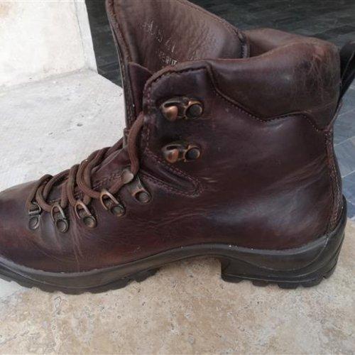 کفش کوهنوردی ایتالیایی تمام چرم زیره ویبرام