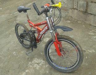 دوچرخه تمیز عین نو نشسته