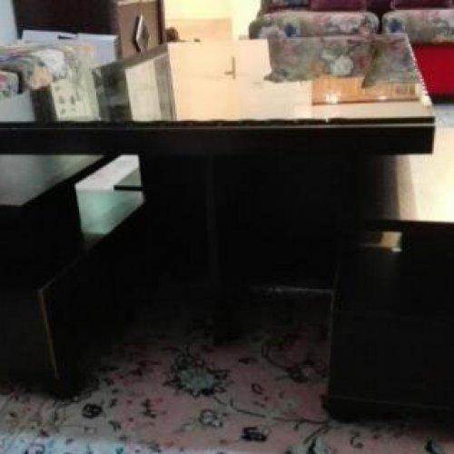 مبل راحتی همراه با میز وسط و ۴ عسلی