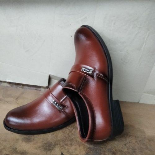 تولید کننده انواع محصولات کفش مردانه چرم صنعتی زیر ه پی وی سی حسین زاده