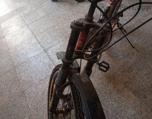 دوچرخه سالم یک سال خریدمش کمش کار میکنه دنده هاش هم سالم کار میکنه  علت فروختن نیاز به پولش دارم بخدا دوچرخه سالمه سالمه تایر هاشم نو است
