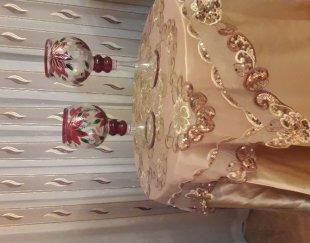 میز خاطره به همراه رومیزی ساتن و شمعدانی