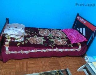 تخت یکنفره  سالم همراه باخوشخواب باپایه فلزی